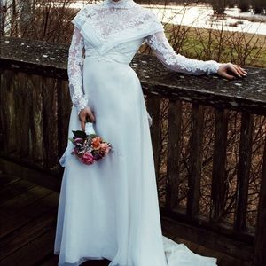 VTG LACE BEADED WEDDING GOWN EUC off white